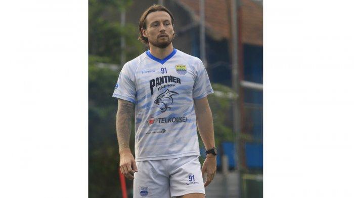 Marc Klok berlatih bersama Persib Bandung di Lapangan Sintetis Soccer Republic, Kota Bandung, Jumat (2/7/2021).
