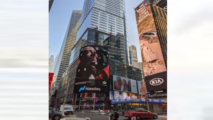 Kereen! Wajah dan Aksi Nyanyi Maruli Tampubolon Terpampang di Times Square New York