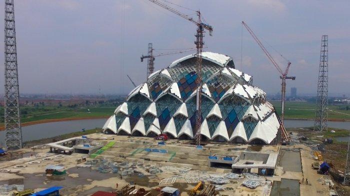 VIRAL Preman Kampung Palak Teknisi di Dekat Masjid Al Jabbar Bandung, Terjungkal Terbelit Kabel