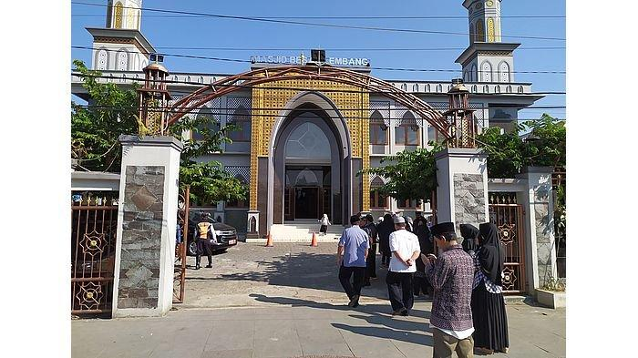Sebelum Dipakai Salat Idul Adha, Masjid Besar Lembang Dua Kali Disemprot Disinfektan