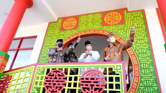 Mohammad Jusuf Hamka dan Airlangga Hartarto di Masjid Jami Tine Tang.