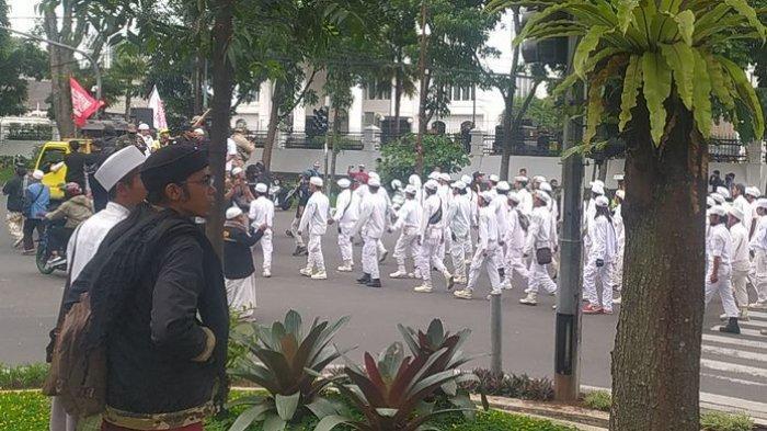 Peserta Aksi Bela Islam 411 Kecam Presiden Prancis dan Bersiap Putihkan Jakarta Sambut Rizieq Shihab