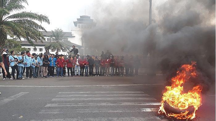 Selain Menolak RUU Kontroversial, Massa Aksi Juga Mengutuk Keras Sikap Represif Polisi