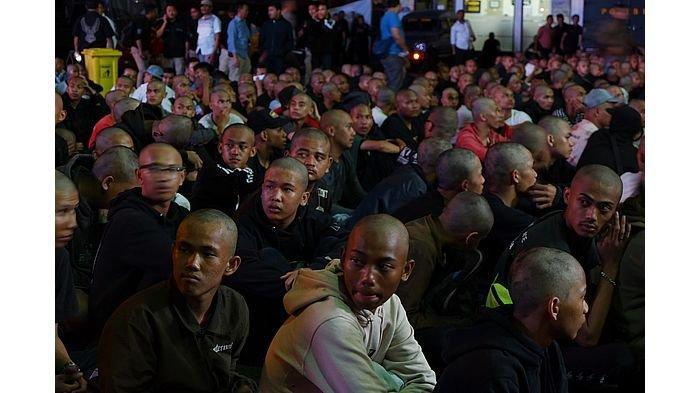 Ratusan Orang Berpakaian Hitam-hitam di Bandung Itu Akhirnya Dibawa ke Mako Brimob, Siapa Mereka?