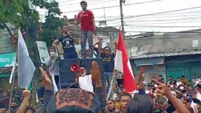 Massa Pendukung Iwan Saputra Tolak Hasil Rekapitulasi Suara KPU Kabupaten Tasikmalaya, Sempat Ricuh