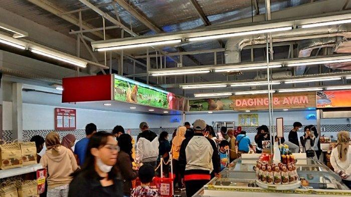 Kios Daging di Superindo Diserbu Pengunjung Untuk Acara Malam Tahun Baru 2021