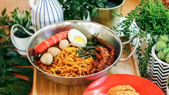 Mencicipi Mie Merapi, Kuliner Mie Kuah Rempah Pertama dari Bandung