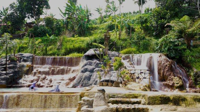 Mengintip Indahnya Curug Cipanas Nagrak, Pemandian Air Panas di Tengah Perkebunan di Lembang