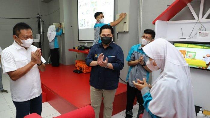 Menteri BUMN Erick Thohir dan Dirut Telkom Ririek Adriansyah Cek Laboratorium Fiber Optic untuk SMK