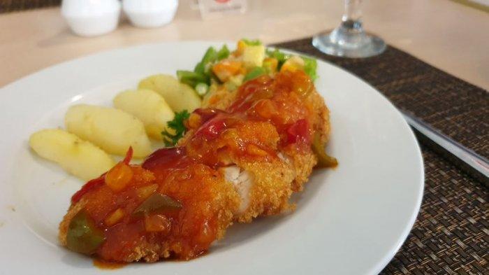 Nikmatnya Chicken Mozarella ala Hotel Santika Cirebon, Kering di Luar Lembut di Dalam