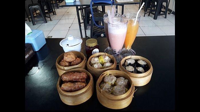 Beberapa menu dimsum dan aneka minuman segar di Kaybun Dimsum, Bojongsoang, Bandung.