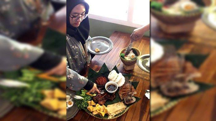 Nikmatnya Santap Menu Nasi Boboko di Kedai Belacan Bandung, Bisa untuk 5 Orang