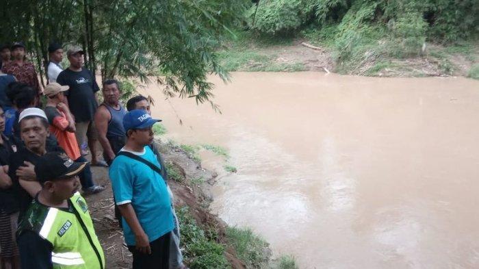 Arus Sungai Ciputrahaji di Ciamis Mendadak Deras, 10 Anak yang Asyik Mandi Terseret, 1  Hilang