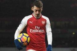 Meski Disia-siakan Mikel Arteta, Mesut Oezil Tetap Berharap Bisa Membantu Arsenal