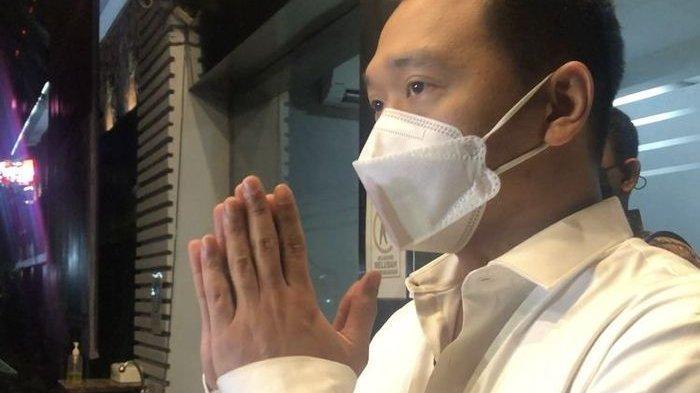 Michael Yukinobu de Fretes seusai menjalani pemeriksaan di Polda Metro Jaya, Senin (4/1/2021). Dia minta maaf atas kasus video syur bersama Gisel.