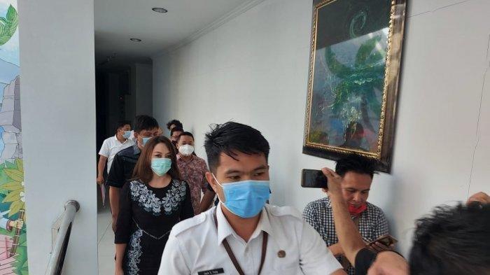 Michaela Elsiana Paruntu memenuhi panggilan BK DPRD Sulut, Rabu (3/2/2021)