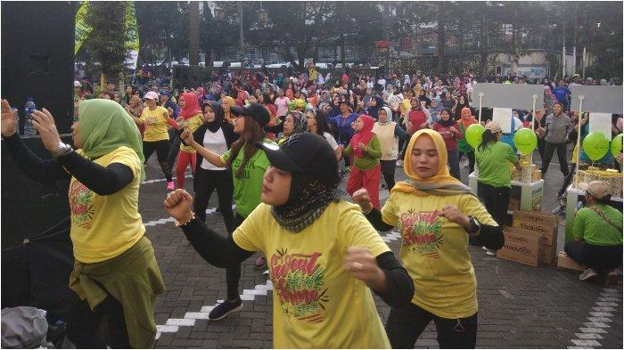Lewat Senam Zumba, Mikha Tambayong Ajak Generasi Milenial Bandung Lestarikan Tradisi Minum Jamu