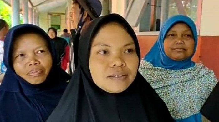 Mimin (35) warga terdampak longsor di Kecamatan Cilawu, Kabupaten Garut.
