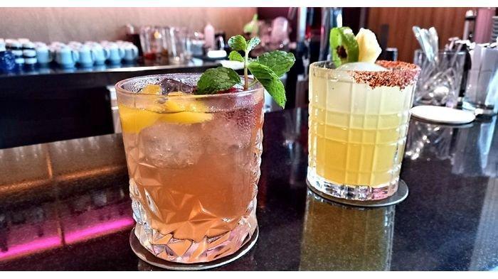 Minuman rujak umai dan Okinawa gal di Gion Izakaya yang berlokasi di Wu Tower Lantai 8, Jalan Dr Djunjunan No 588, Kota Bandung, Kamis (17/12/2020).