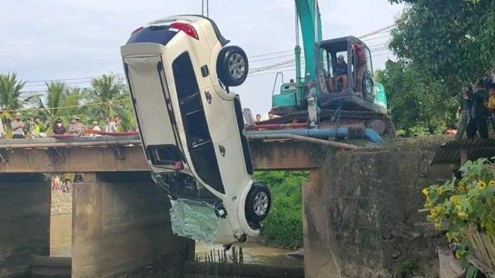 Kecelakaan Maut, Pajero Terjun ke Sungai, Ayah dan 3 Anaknya Tewas, Ibu Berhasil Diselamatkan Warga
