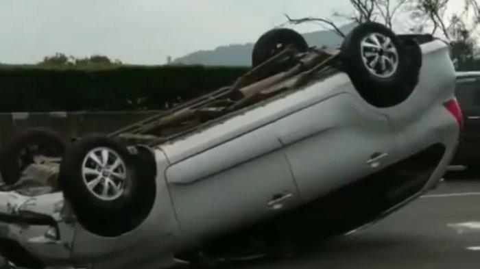 Kecelakaan Tunggal, Sebuah Mobil Terguling di KM 126 Tol Padaleunyi