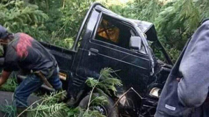 BREAKING NEWS, Mobil Bak Terbuka yang Angkut 17 Penumpang Masuk Jurang di Talegong