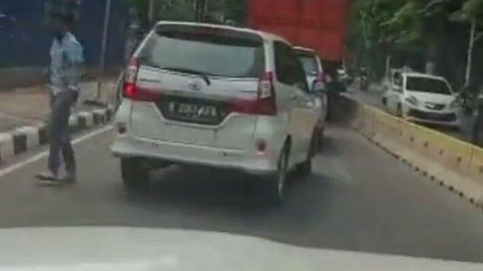 Viral Video Sekelompok Pemuda Lempari Mobil dengan Batu Gara-gara Tak Terima Diklakson