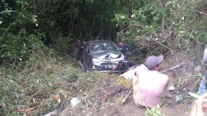 Mobil Avanza Masuk Jurang di Dekat Objek Wisata Kawah Putih, Kabupaten Bandung