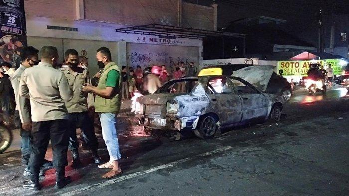 Baru Saja, Sebuah Mobil Sedan Terbakar di Jalan Sutisna Senjaya Tasik, Sempat Terdengar Ledakan