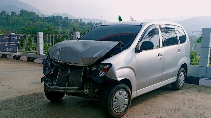 Viral, Mobil di SPBU Cimaung Seruduk Angkot dan Mobil Tahu Bulat, lalu Tabrak Rumah Orang