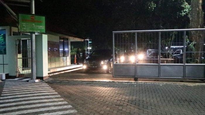 Petugas KPK Geledah Kantor Pusat PJT II Jatiluhur Purwakarta Selama 14 Jam, Bawa Sejumlah Dokumen