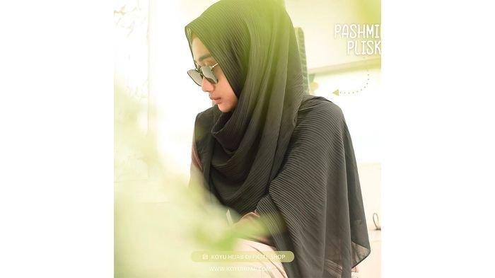 Pasmina Plisket Jadi Tren Hijab Awal Tahun Ini, Kelihatan Kusut Namun Sangat Diminati