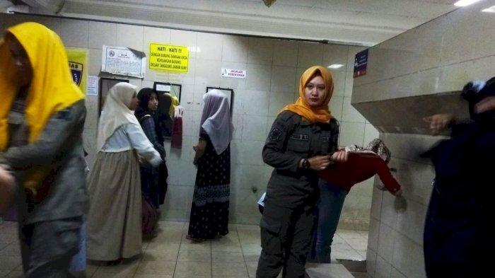 Heboh Crosshijaber Masuk ke Masjid di Bandung, Mojang Satpol PP Patroli dari Wudu Hingga Salat