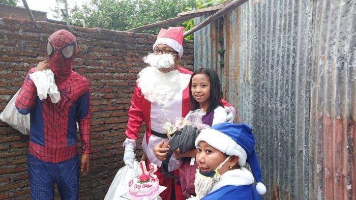 Monica, Gadis Yatim, Ibunya Pun Pergi, Berurai Air Mata, Didatangi Pasangan Muslim Jadi Sinterklas