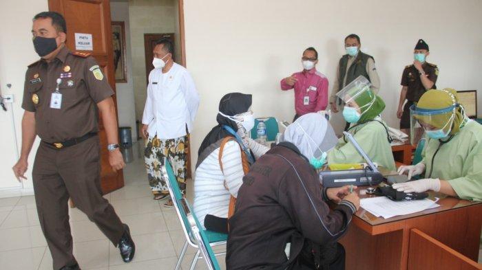 988 Tenaga Kesehatan RS Mitra Plumbon Cirebon Ditargetkan Selesai Divaksin Covid-19 Hari Ini