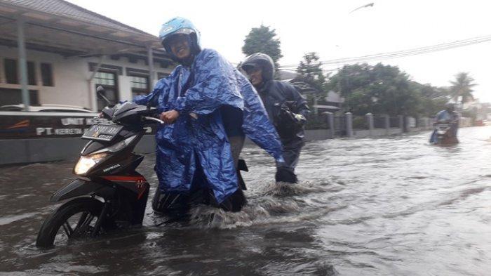Motor Mogok Gara-gara Menerjang Banjir? Jangan Panik, Ini Langkah Mengatasi Motor Mogok