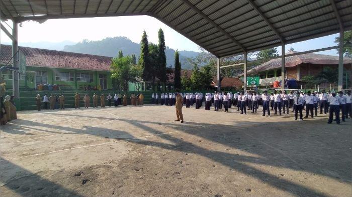 Sekolah di Sukabumi Hadirkan Siswa ke Sekolah, Gubernur Ridwan Kamil Tegas, Itu Pelanggaran!