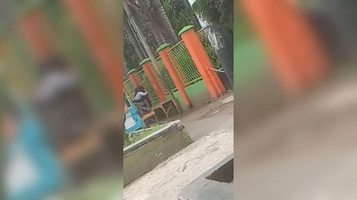 Video 35 Detik Hebohkan Garut, Muda-mudi Asyik Masyuk di Tempat Umum,Cuek Saat Pria Bertopi Melintas