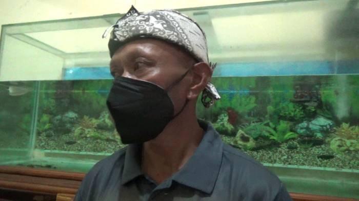 Mulyana (54) adik kandung Yosef saat ditemui dikediamannya di Desa Tambakan, Kecamatan Jalancagak, Kabupaten Subang, Minggu (10/10/2021).