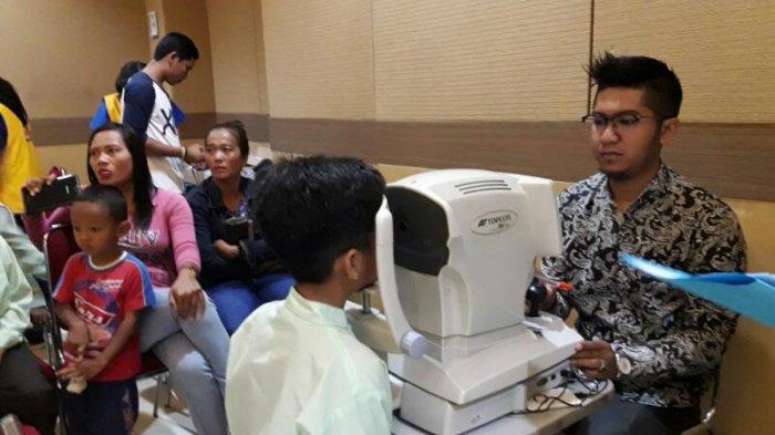 Pemkot Bandung Bagikan 1.500 Kacamata kepada Ribuan Murid SD di Kota Bandung
