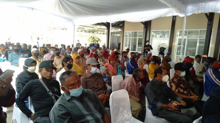 Musyawarah penetapan bentuk ganti kerugian dan penyampaian hasil penelitian di Kantor Kementerian Agraria dan Tata Ruang / Badan Pertanahan Nasional (ATR/BPN) Kabupaten Indramayu, Selasa (16/3/2021).