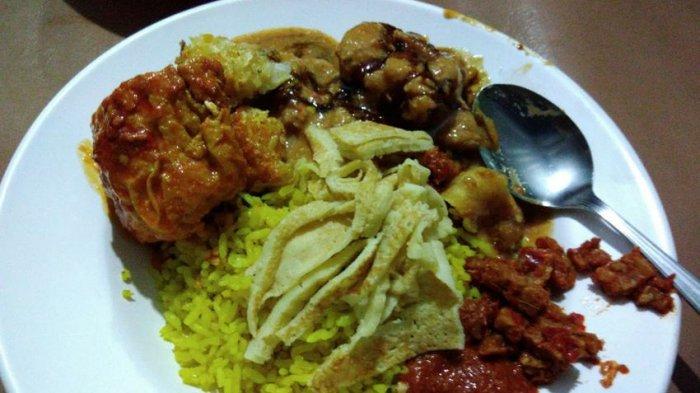 Anda Pecinta Kuliner Malam? Yuk Cicipi Kelezatan Nasi Kuning dan Semur Jengkol Pungkur