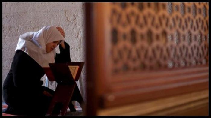 Aturan Menag Tilawah Al Quran di Tengah Wabah Tengah Virus Corona di Rumah, Begini Keutamaannya