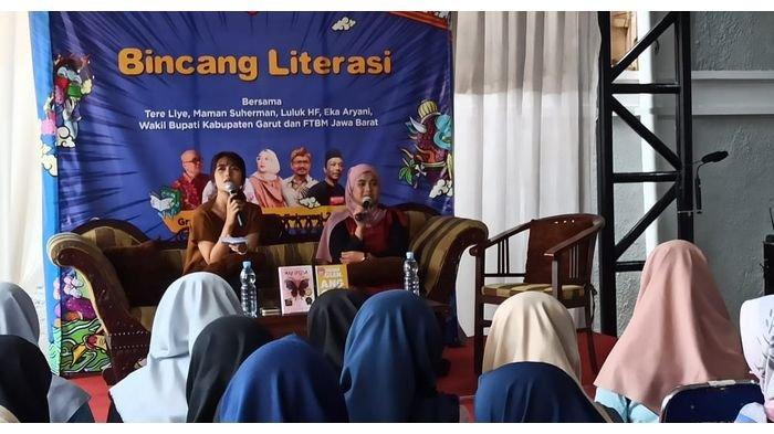 Bincang Literasi Gramedia Garut, Ajak Kaum Milenial Jadi Penulis, Hadirkan Dua Novelis