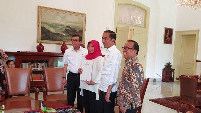Bertemu Jokowi, Baiq Nuril Terima Salinan Keppres Amnesti yang Membebaskannya dari Jerat UU ITE