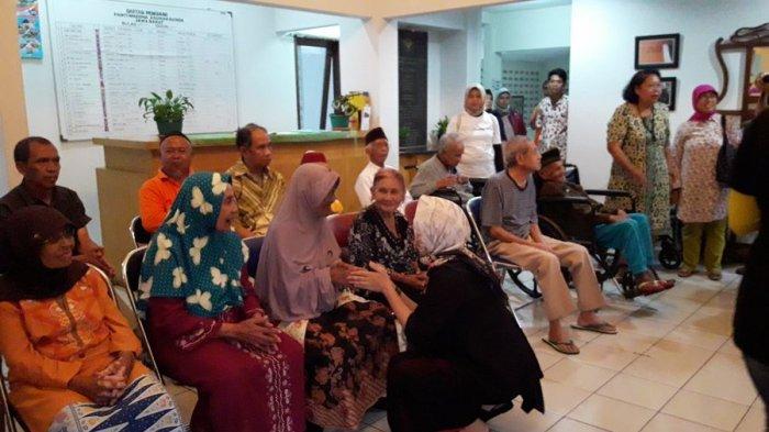 Kunjungi Panti Jompo, Nurul Arifin Ajak Masyarakat Lebih Perhatian pada Orang-orang Tua