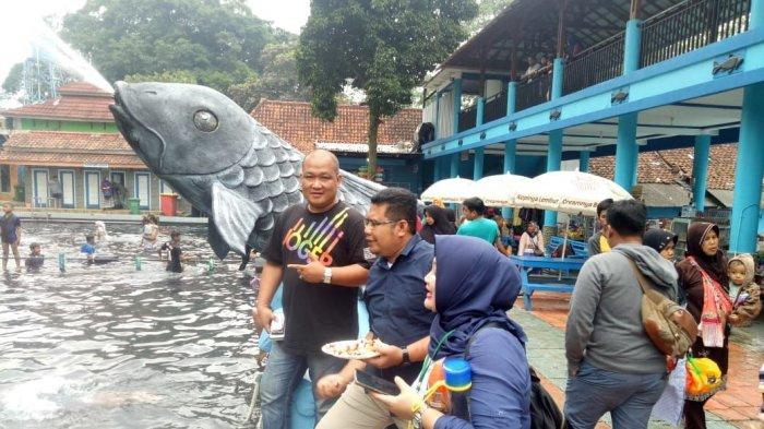 Ikan Dewa di Objek Wisata Pemandikan Cibulan Doyan Apel Merah, Kini Terdampak Wabah Corona