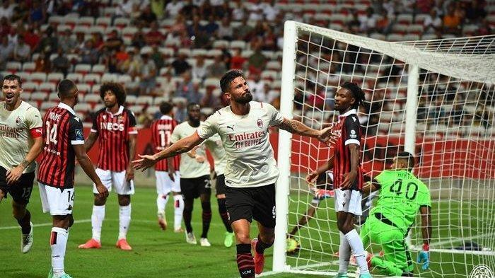 Striker AC Milan, Olivier Giroud, merayakan gol ke gawang Nice pada laga uji coba pramusim di Stadion Allianz Rivera pada Sabtu (31/7/2021) waktu setempat atau Minggu dini hari WIB.