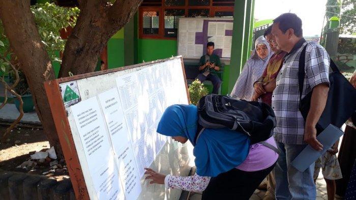200 Calon Siswa Tereliminasi dalam Jalur Zonasi di SMPN 1 Sumber Cirebon