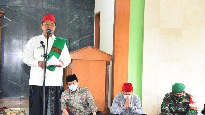 Pak Uu Serahkan Bantuan untuk Duafa dan Santri Salafiyah di Garut